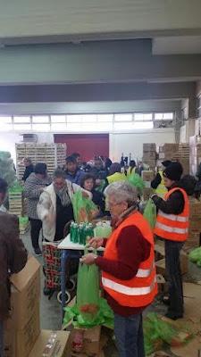 Μεγάλη προσέλευση κατά τη διανομή τροφίμων και προϊόντων καθαριότητας, στους ωφελούμενους του προγράμματος «Επισιτιστικής και Βασικής Υλικής Συνδρομής»