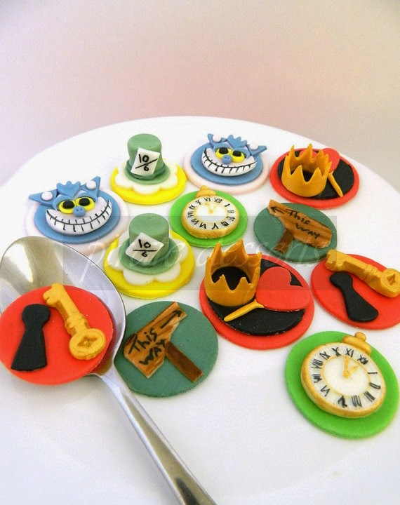 Edible Alice in Wonderland Cupcake toppers Un Birthday Party Set - Wonderland Characters Fondant cupcake decorations WONDERLAND (12 pieces)