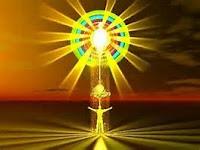 La Lumière-Divine Est L'Amour qui a engendré la grâce ; Dans la matière, et l'Esprit de Lumière Dans L'Homme !