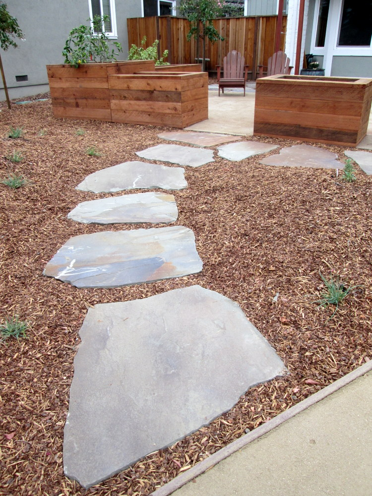 october 2015 a pathway of connecticut bluestone full range pavers leads to a decomposed granite patio with redwood raised boxes