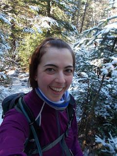 Randonneuse souriante Jay Mountain Adirondaks neige