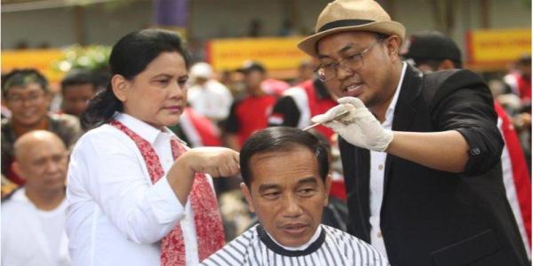 Ternyata Ini Satu-Satu Nya Manusia Yang Berani Memegang Kepala Pak Jokowi