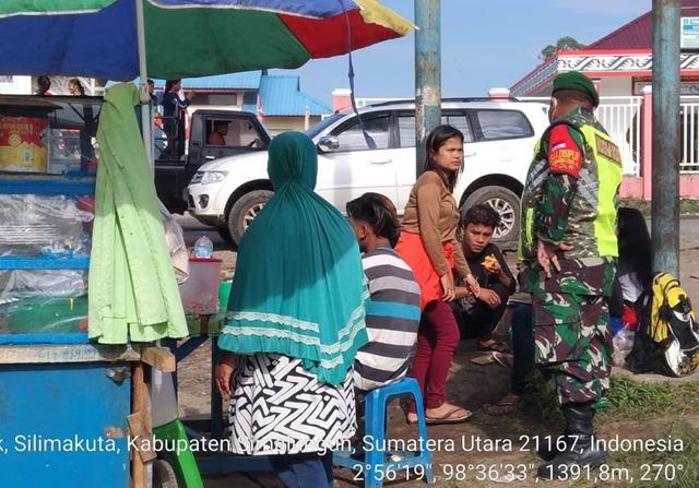 Personel Jajaran Kodim 0207/Simalungun Bersama Bahbinkabtimas Terus Laksanakan Monitoring Kapatuhan Warga Terhadap Prokes Covid-19