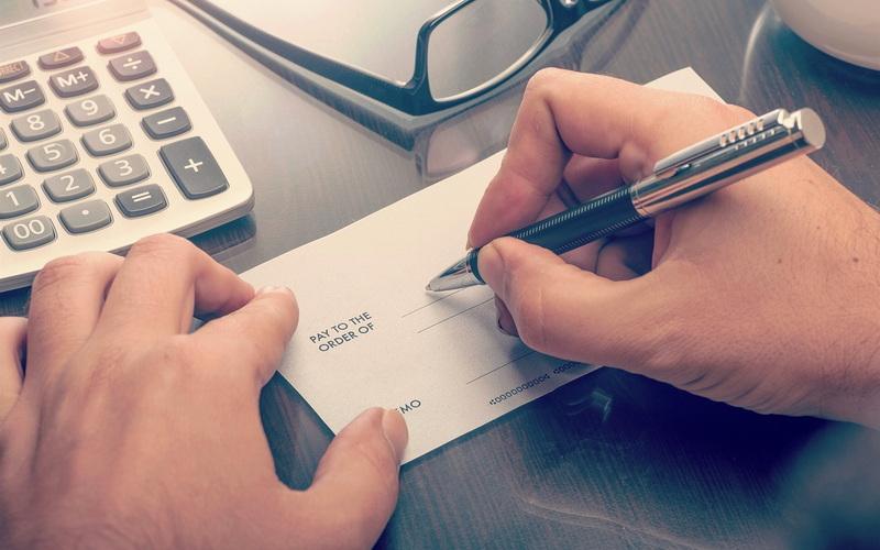 Δημοσιεύτηκε η απόφαση για τις μεταχρονολογημένες επιταγές - Οι δικαιούχοι και οι προϋποθέσεις