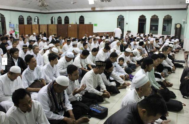 Sholat Subuh berjamaah di Semarang