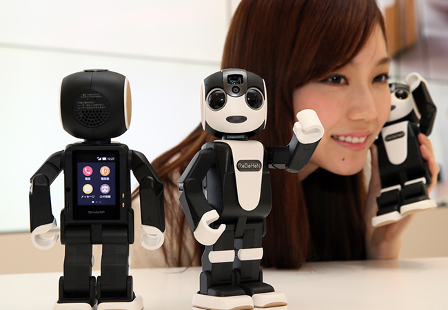 Tinuku Sharp's RoBoHon to guide tourists in taxis in Kyoto