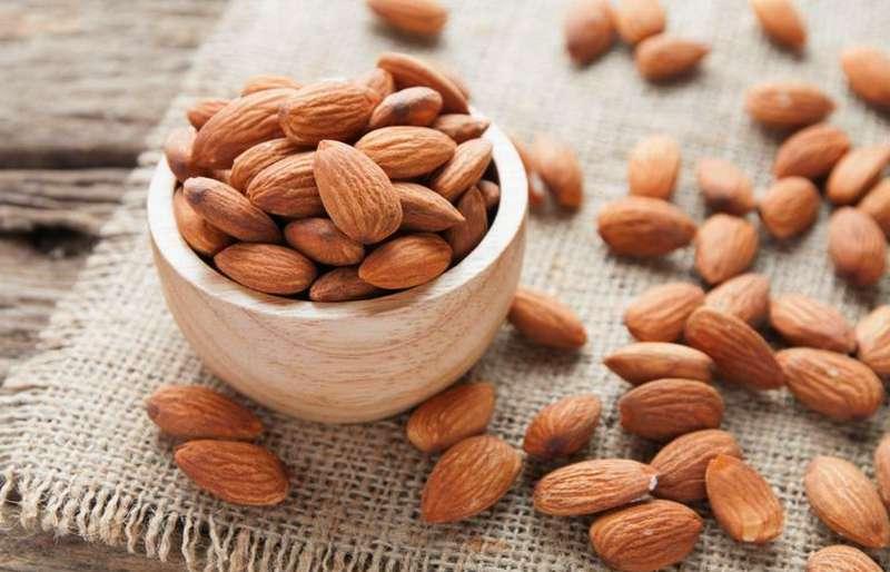 Makanan Sehat kacang almond saat puasa (kompas.com)