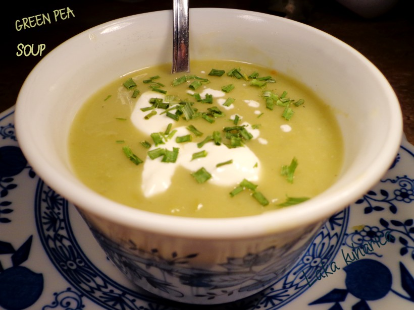 Green pea soup by Laka kuharica: tasty vegetable soup made with frozen or fresh green peas.