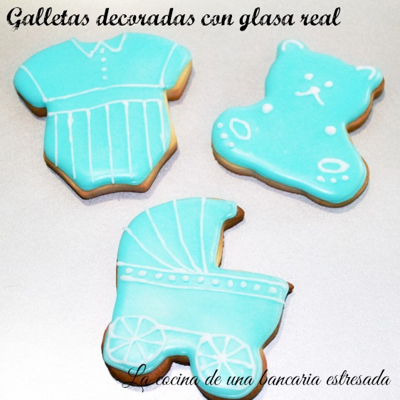 Galletas Decoradas Con Glasa Real Ensayando Para El Bautizo