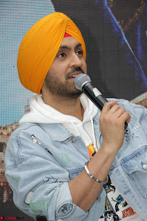 Anushka Sharma with Diljit Dosanjh at Press Meet For Their Movie Phillauri 037.JPG