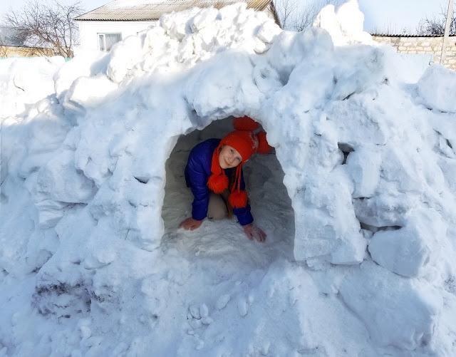 пещера из снега, просторная и уютная)