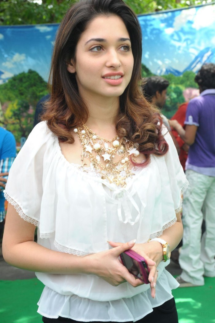 Tamanna Face: Latest Movies Gallery: TAMANNA NEW CUTE SMILE STILLS