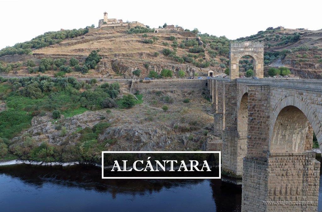 Alcántara y su Puente Romano sobre el río Tajo