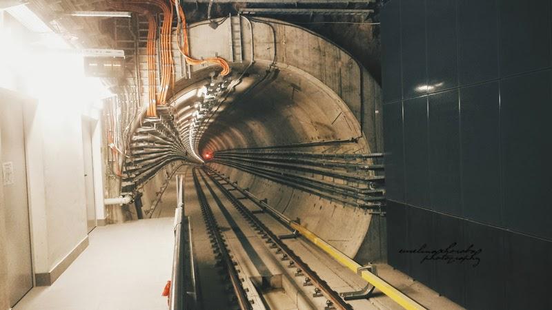 Metro Nowy Świat, Warszawa, tunel, kosmos,
