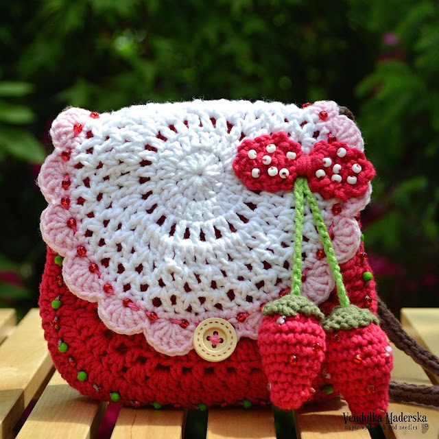 Crochet strawberry purse by VendulkaM
