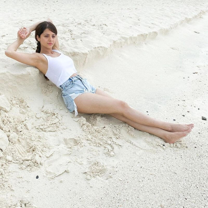 Actress Vedhika Hot Bikini Photo Going Viral
