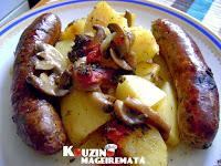 Λουκάνικα με πατάτες και μανιτάρια στο φούρνο με μπύρα - by https://syntages-faghtwn.blogspot.gr
