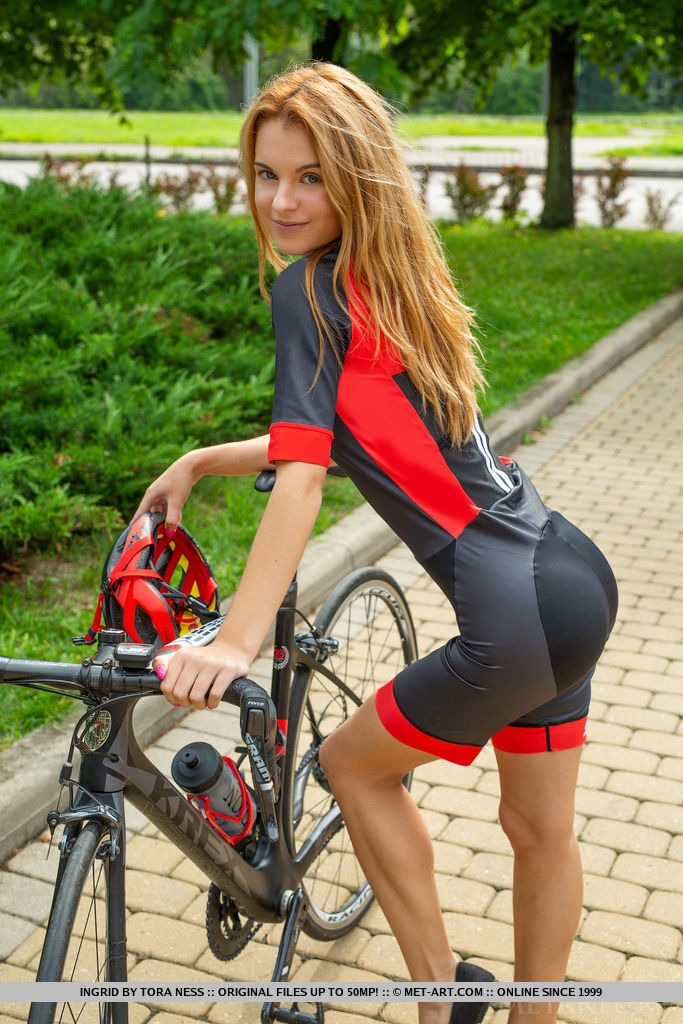 Cycling Girls Nude