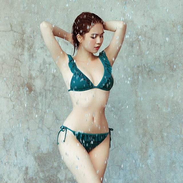 Ảnh nude 100% của Ngọc Trinh tiếp tục 'chiêu đãi' khoảnh khắc phô ngực căng đầy 1