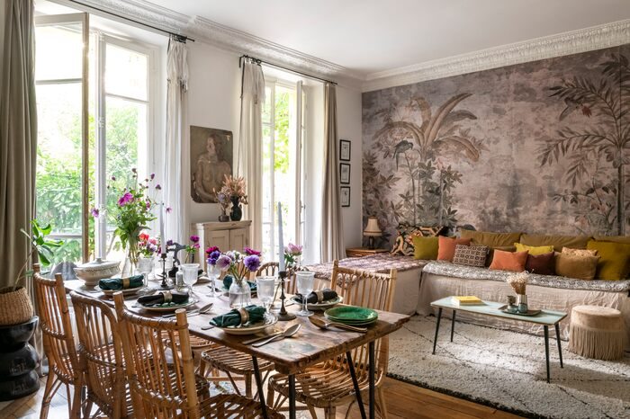 An oasis in the middle of the city- Apartment with lush backyard in Paris