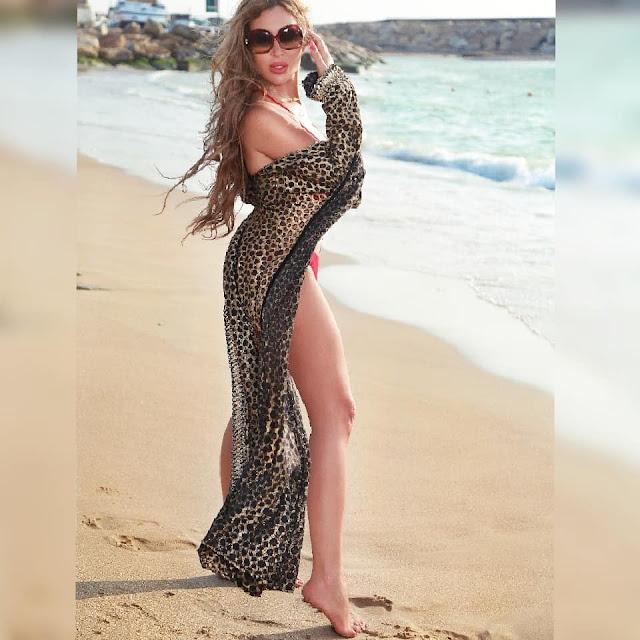 المغنية نورهان تستعرض قوامها بالبكيني على البحر...