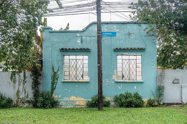 Apenas da fachada de uma casa