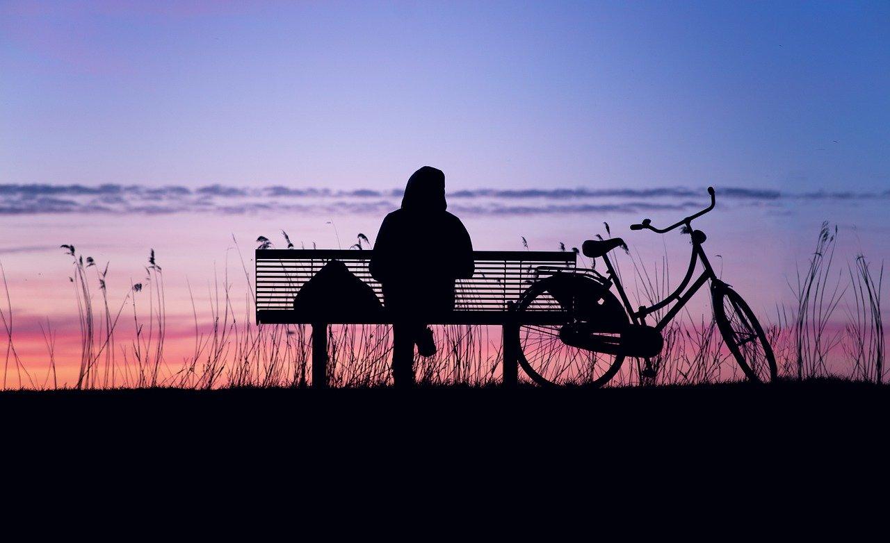 7 Alasan Mengapa Orang Pendiam Banyak Digemari