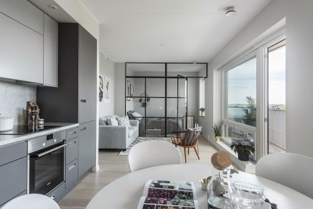 Perete de sticlă între living și dormitor într-o garsonieră de 39 m²