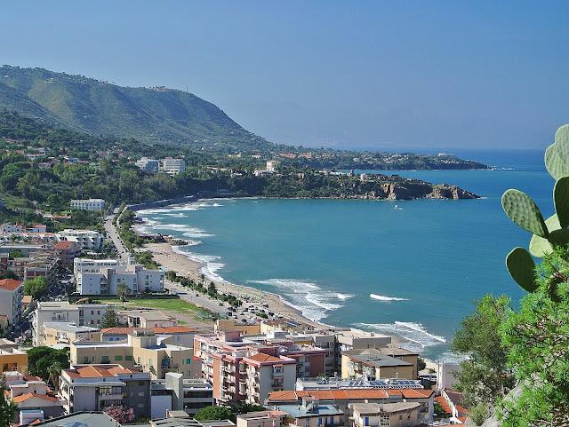 Panorama Cefalu, widok z La Rocca na Sycylię