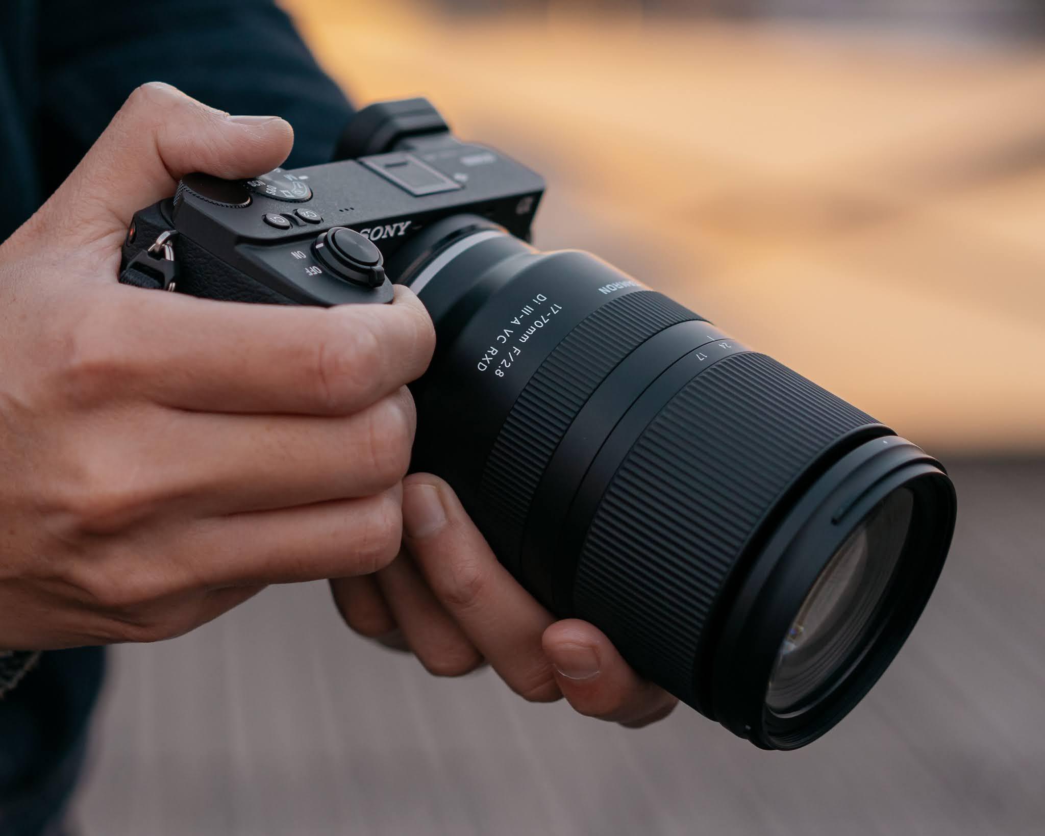 Объектив Tamron 17-70mm f/2.8 Di III-A VC RXD с камерой Sony