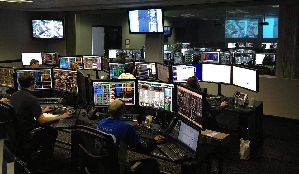 ruang komputer kontrol pusat