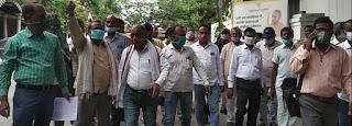 #JaunpurLive : पत्रकारों के प्रतिनिधि मंडल ने डीएम को सौंपा ज्ञापन