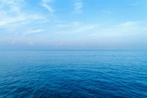Macam Macam Warna Air Laut dan Penyebabnya