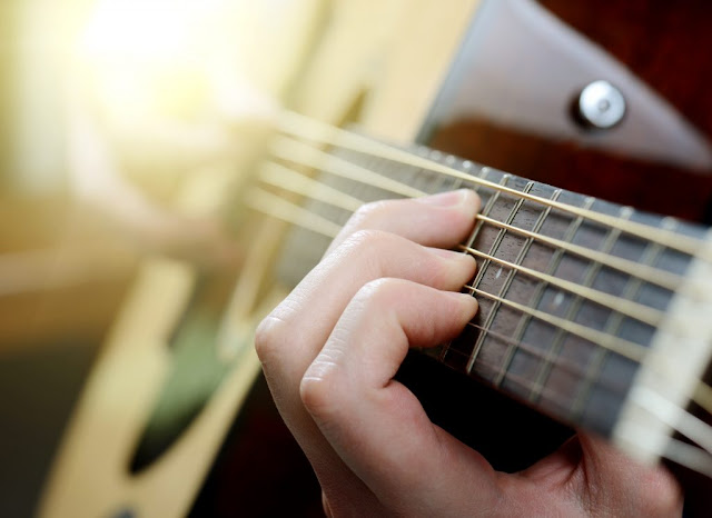 5 Different Types of Guitars: How to Choose Yours