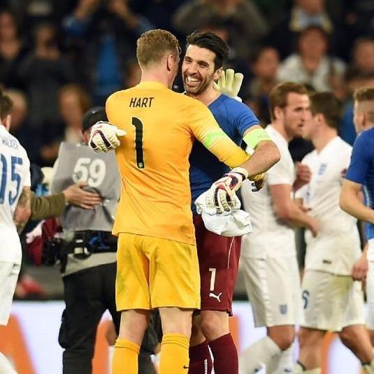 Với Buffon - tượng đại Juve và tuyển Italia, Hart là 1 trong 3 thủ môn hay nhất hiện nay