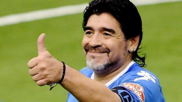 """صحافي أرجنتيني يكشف عن المبلغ الضخم الذي كان ينفقه """"مارادونا"""" شهريا"""