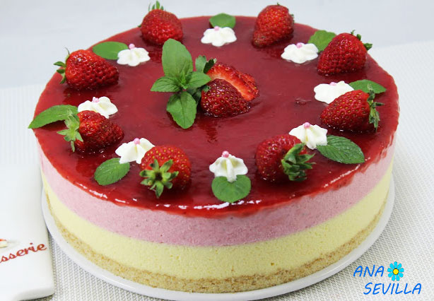 Tarta de fresa y chocolate blanco entera Thermomix