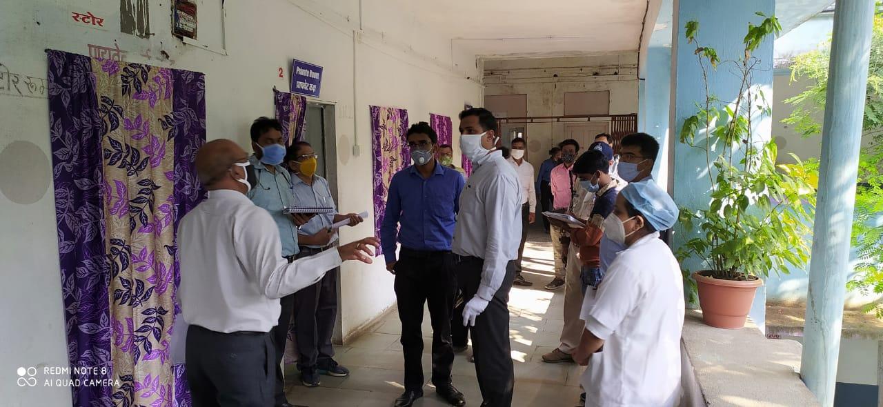 Jhabua News- कलेक्टर रोहित सिंह ने जिला चिकित्सालय का आकस्मिक निरीक्षण किया