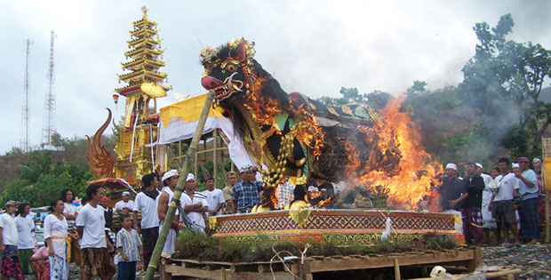 Tradisi yang Bercorak Hindu di Indonesia