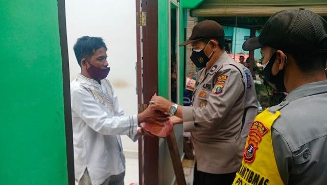 Wakapolsek Padang Hulu Berikan Bantuan bagi Warga Terdampak Puting Beliung