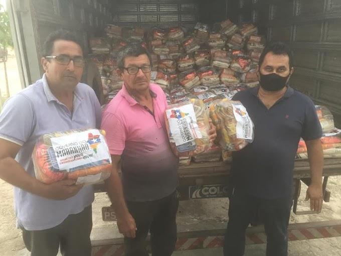 O  vereador Ademar do sindicato  recebeu no depósito da prefeitura as cestas básica do (programa comida na mesa)do governo do estado.