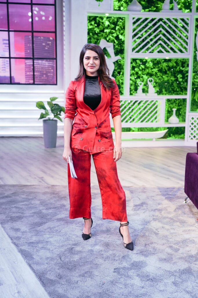 Red Beauty: Red Hot Samantha Pictures