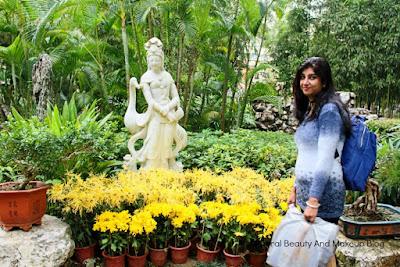 With Kun Iam statue at Jardim De Lou Lim Ioc park(Lou Lim Ieoc Chinese Garden)in Macau,nice tourist spot