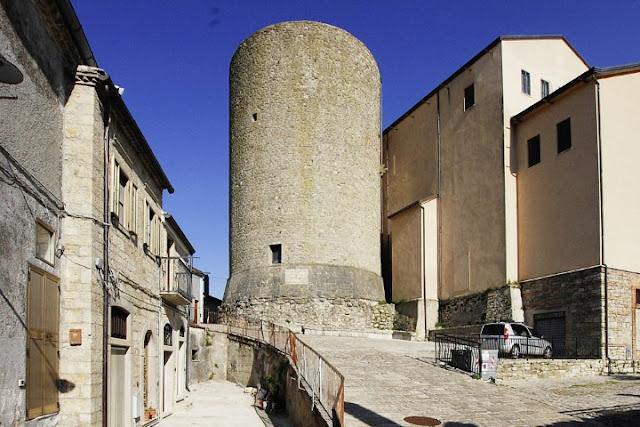 Castelluccio Valmaggiore, si festeggiano i 1000 anni della Torre Bizantina