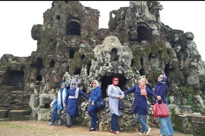 Batik Cirebon – Gua Sunyaragi Icon Pesona Indonesia