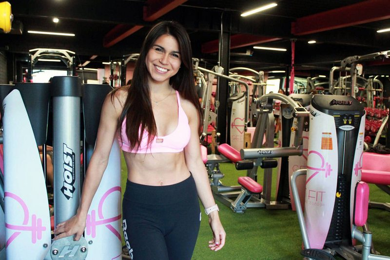 Preparadora física se entrenó para armar su propio gimnasio