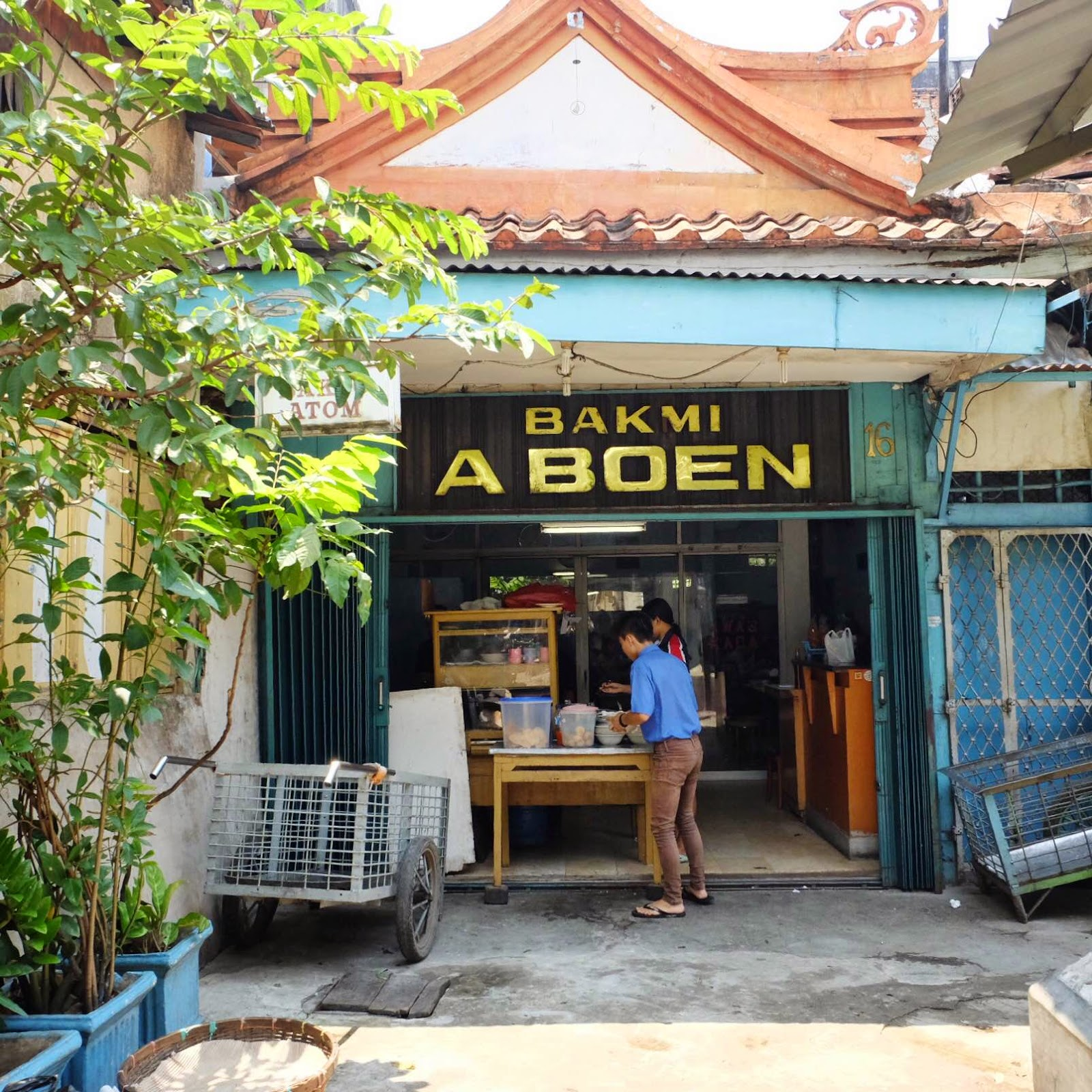 Bakmi A Boen is located in the end of an alleyway