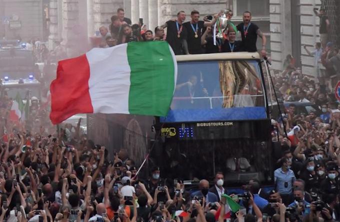 """Bonucci attacca: """"Sul bus scoperto ok delle autorità"""""""