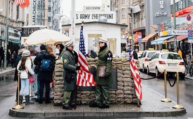 Checkpoint Charlie, uma das atrações do Berlin Pass