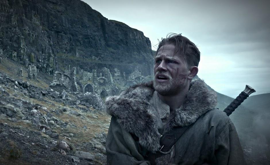Rei Arthur: A Lenda da Espada lidera bilheterias no fim de semana  de estreia